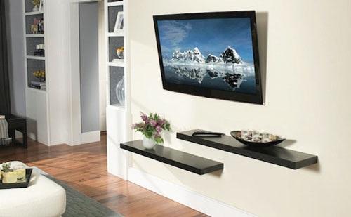 telewizor z uchwytem na ścianie