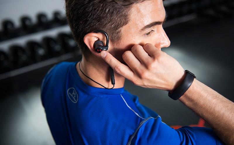 Jakie słuchawki JBL najlepsze? Przewodowe czy bezprzewodowe? Poradnik zakupowy i Ranking słuchawek marki JBL.